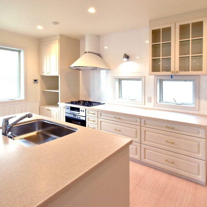 Merit Kitchen Cabinets: 輸入建材・輸入住宅・インテリア「サンタ通商」